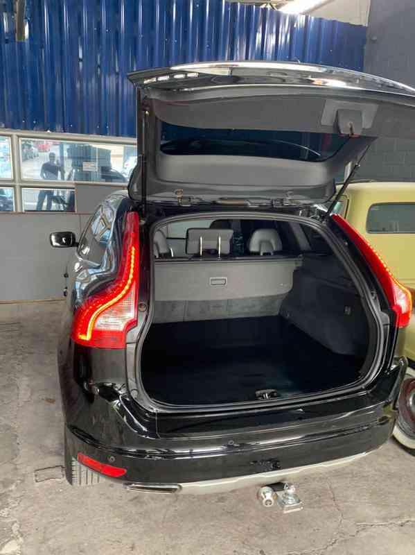 Volvo XC 60 D-5 Kinetic 2.4 Awd Diesel 5p