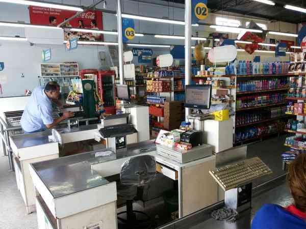 Venda de Dois Supermercados